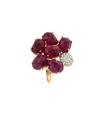 Anello a forma di fiore di rubini e brillanti
