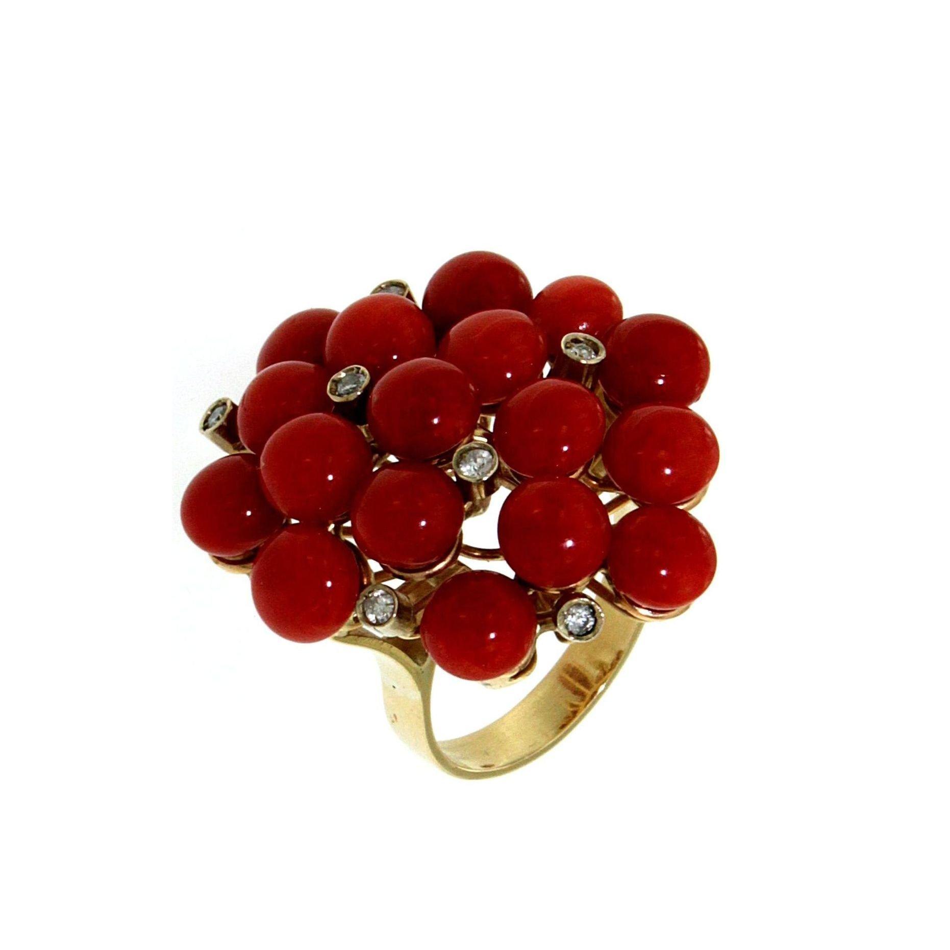 Anello con corallo sardo e diamanti