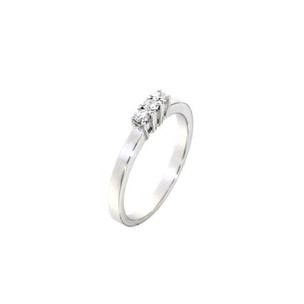 Anello in oro bianco e diamanti taglio brillante