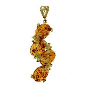 Ciondolo in oro con cabochon di ambra