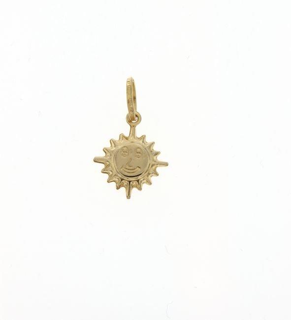 Ciondolo in oro raffigurante un sole che ride