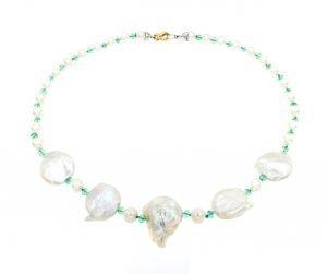Collana con perle di mare e smeraldi