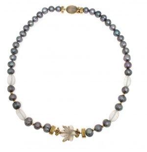 Collana con perle grige e inserti di quarzo satinato
