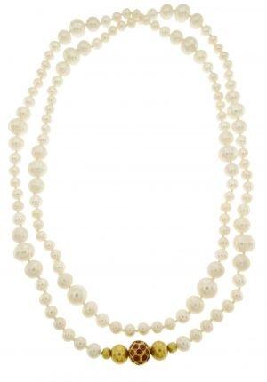 Collana di perle coltivate con inserto in oro e rubini