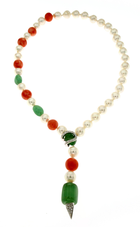 Collana di perle scaramazze giapponesi di mare con inserti di smeraldo corallo rosa e brillanti