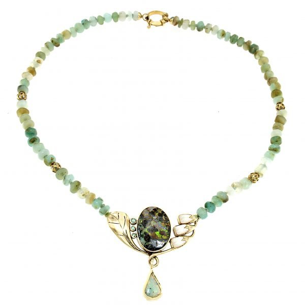 Collana girocollo in opale andino con pendente in opale boulder smeraldi e madreperla