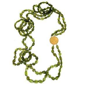 Collana lunga a due fili di peridoto con sterlina d'oro