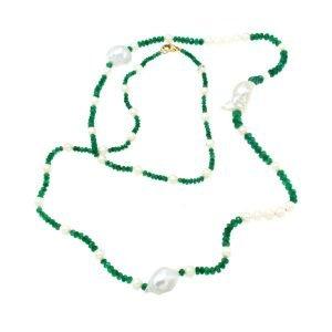 Collana lunga di smeraldi e perle