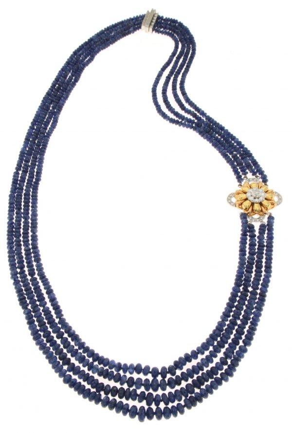 Collana multifilo di zaffiri di Ceylon e laterale di oro e diamanti