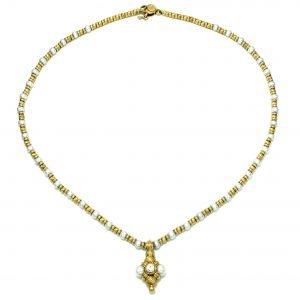 Collier in oro giallo con perle e pendente con brillante