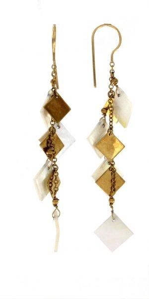 Orecchini pendenti in oro e madreperla a forma di rombo